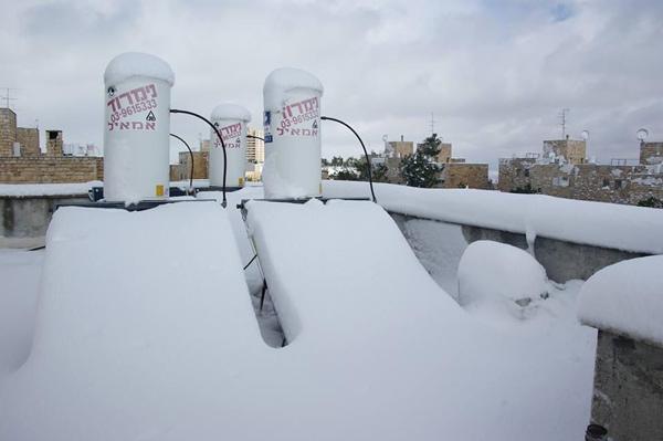 דודי שמש וקולטי ברזל סקדיול 40 המותקנים במאונך (עמידה) לתנאי אקלים קיצוניים (קרה)